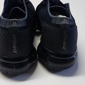 Nike vapormax flyknit womans size 7 black shoe